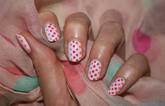 dotted-nails-1