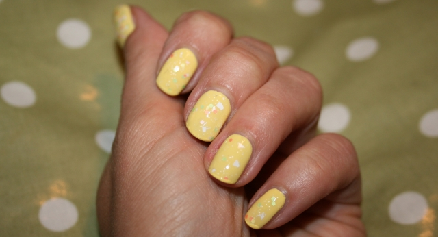 happy-easter-nails-1