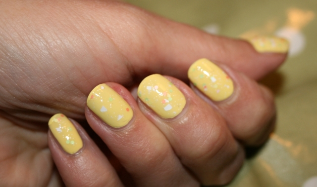 happy-easter-nails-3
